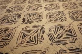 Filc drukowany - brązowy wzór na beżowym tle