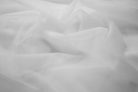 Woal w kolorze białym
