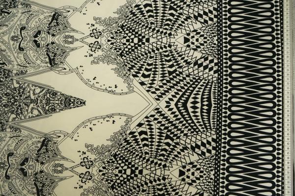 Dzianina - czarny wzór ze zdobionym brzegiem