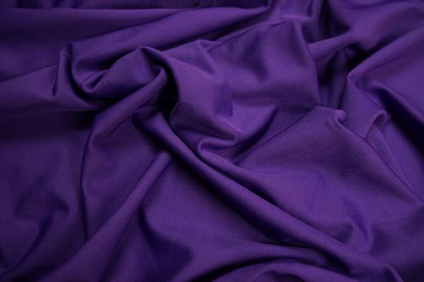 Lycra w kolorze ciemnofioletowym
