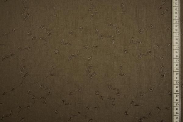Len viscoza haftowany w wisienki na brązowym tle