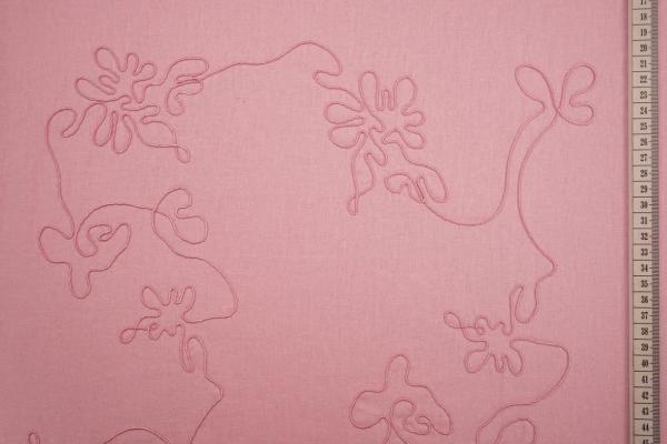 Len z wiskozą haftowany w kolorze różowym
