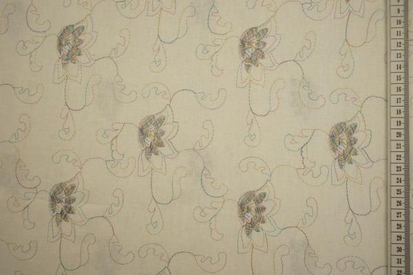 Len z wiskozą haftowany w kolorze ecru
