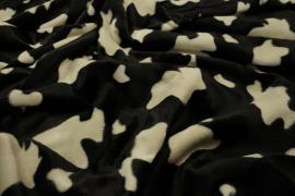 Welur w krowie łaty na czarnym tle