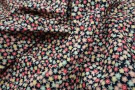 Bawełna drukowana w czerwone, różowe, zielone, żółte kwiatki na czarnym tle