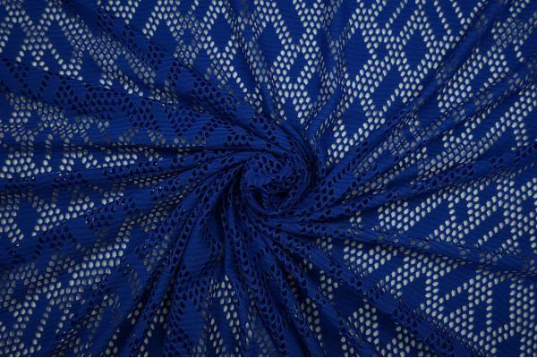 Koronka w kolorze niebieskim - zwinięta