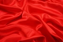 Satyna jedwabna w kolorze czerwonym
