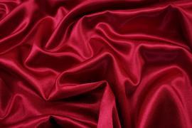 Satyna żorżeta w kolorze rubinowym