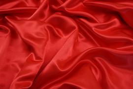 Satyna w kolorze czerwonym