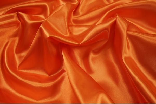 Satyna w kolorze pomarańczowym