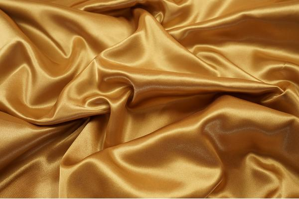 Satyna w kolorze złotym
