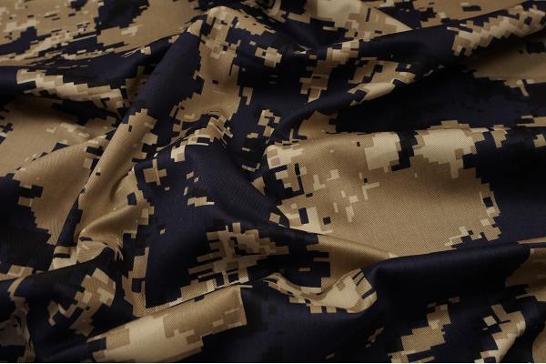 Tkanina bawełniana - kamuflaż cyfrowy w kolorze beżowo-granatowym