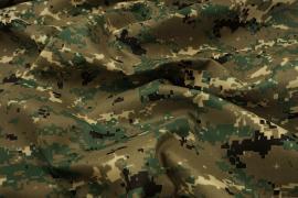 Tkanina poliestrowa - kamuflaż cyfrowy w kolorze beżowo-zielonym