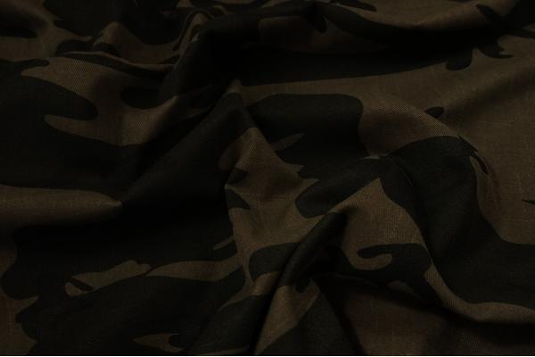 Tkanina kamuflażowa w kolorze beżowo-zielonym