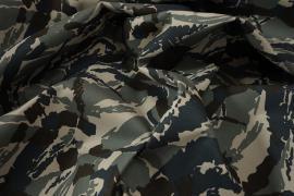 Tkanina kamuflażowa w kolorach granatowym, zielonym i beżowym