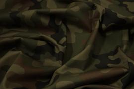 Tkanina kamuflażowa w odcieniach zieleni, brązu i czerni