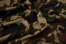 Tkanina bawełniana w militarnym wzorze