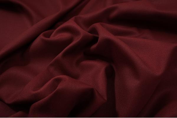Tkanina sukienkowa z domieszką wiskozy w kolorze bordowym