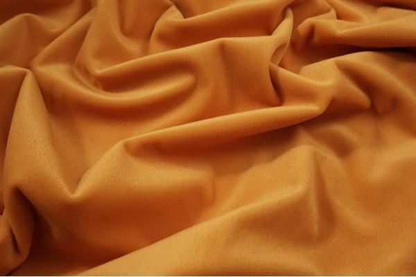 Welur w kolorze pomarańczowym