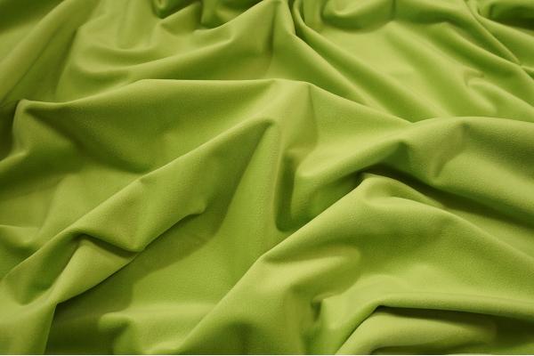 Tkanina welurowa w kolorze wiosennej zieleni