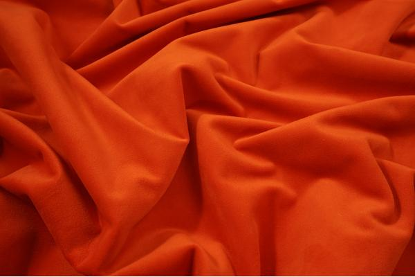Tkanina welurowa w intensywnie pomarańczowym kolorze