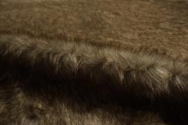 Futro w brązowym odcieniu z lekkim nabłyszczeniem