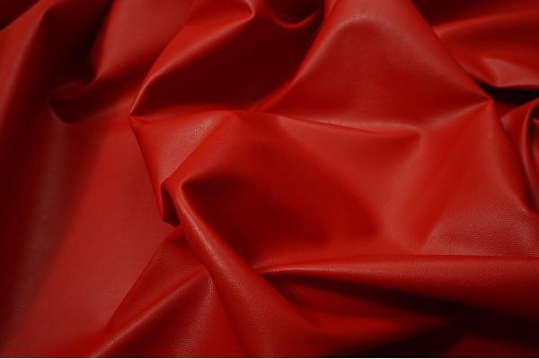 Ekoskóra w kolorze czerwonym