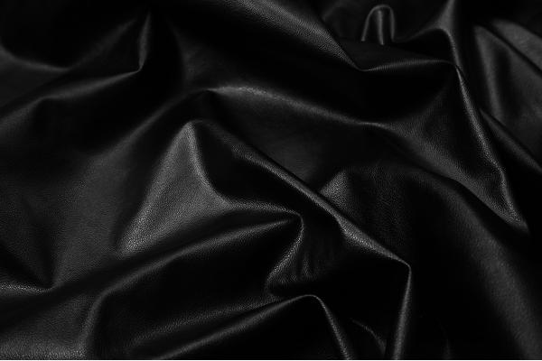 Ekoskóra w kolorze czarnym