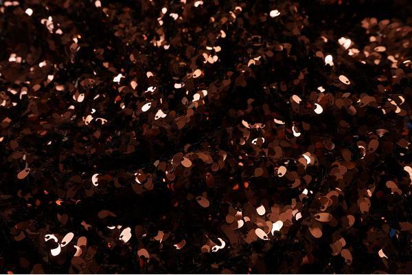 Cekiny w kolorze brązowym