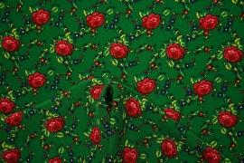 Tkanina regionalna w róże na zielonym tle