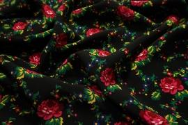 Tkanina regionalna w róże na czarnym tle