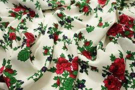 Tkanina regionalna w duże róże na białym tle