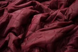 Podszewka pikowana w kolorze bordowym