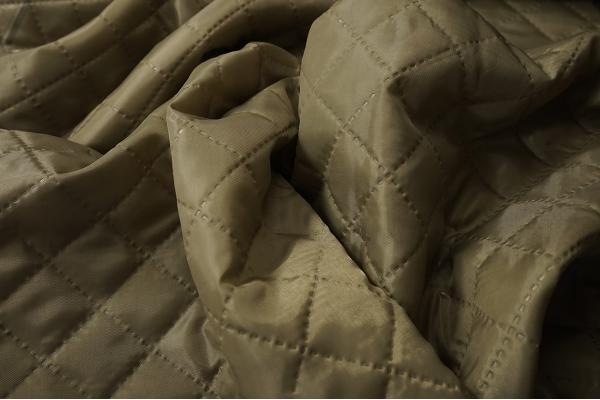 Podszewka pikowana w kolorze szaro-brązowym