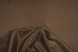 Podszewka w kolorze ciemnobeżowym