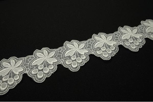 Taśma organtynowa haftowana - biała, 5 cm